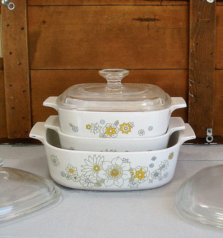 This vintage baking kitchenware set features a sweet floral pattern and was created by Corningware glass. Read about vintage kitchenware at differentdrumblog.com