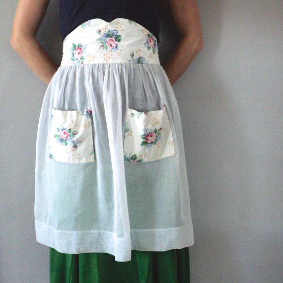 Vintage Apron with sweet Victorian Rose Print (offered by TheOldPittsHomestead on Etsy)