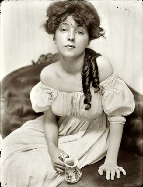 Portrait of Evelyn Nesbit by Gertrude Käsebier.