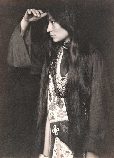Portrait of Zitkala Sa by Gertrude Käsebier.