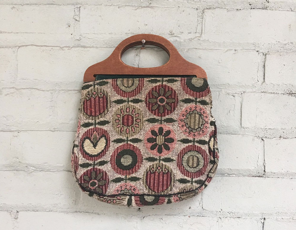Vintage pink tapestry handbag with wood handles offered by ToutSweetVintage on Etsy