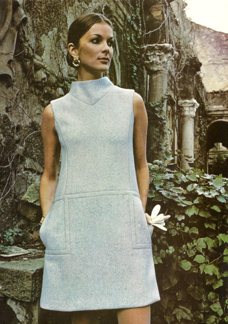 Vintage Designer Fabiani Vogue Couturier Design 2451 from the International Vogue Pattern Book December 1970 & January 1971