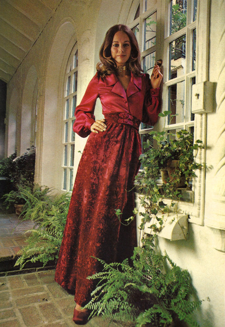 Vogue 7931 from the International Vogue Pattern Book December 1970 & January 1971