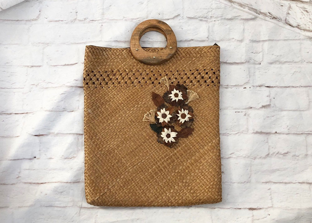 Vintage straw tote with wood handle offered by PopFizzVintage on Etsy