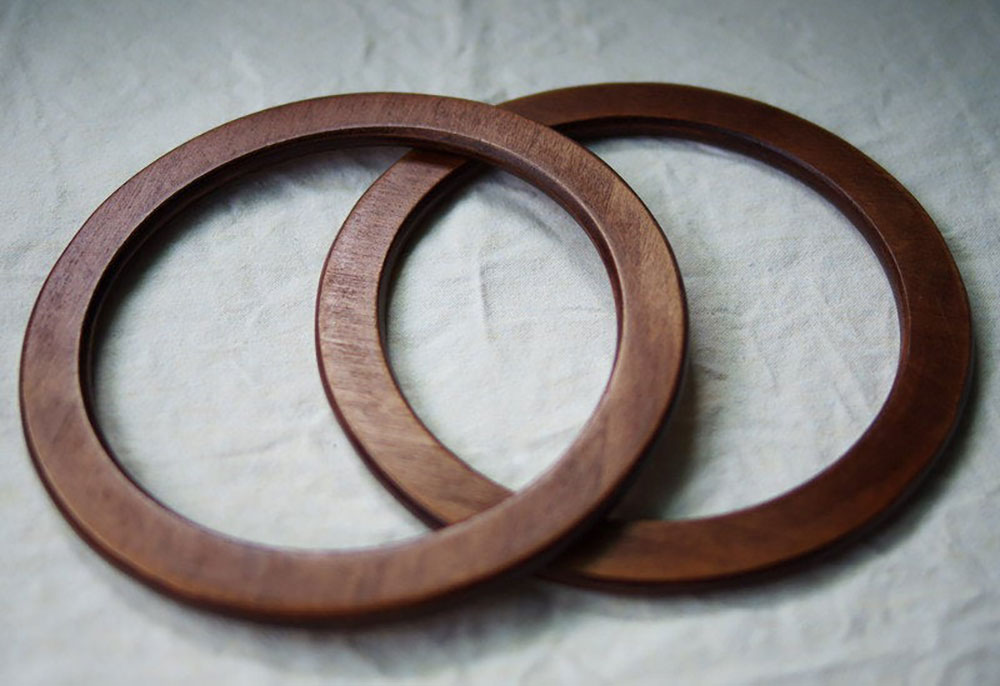 Round wooden purse handles offered by jelenajalinas on Etsy